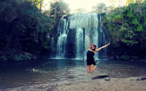 costa-rica-kimberly-jumps-waterfall
